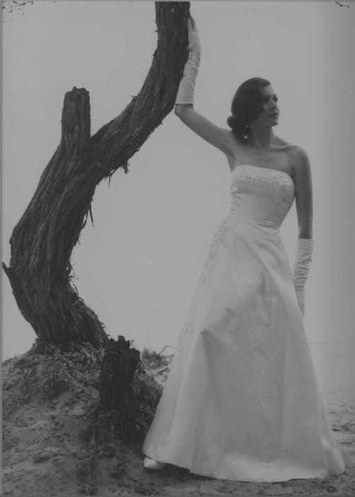 lois_briggs_gown_on_beach